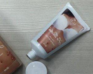 Способ применения крема для груди Le Bustier