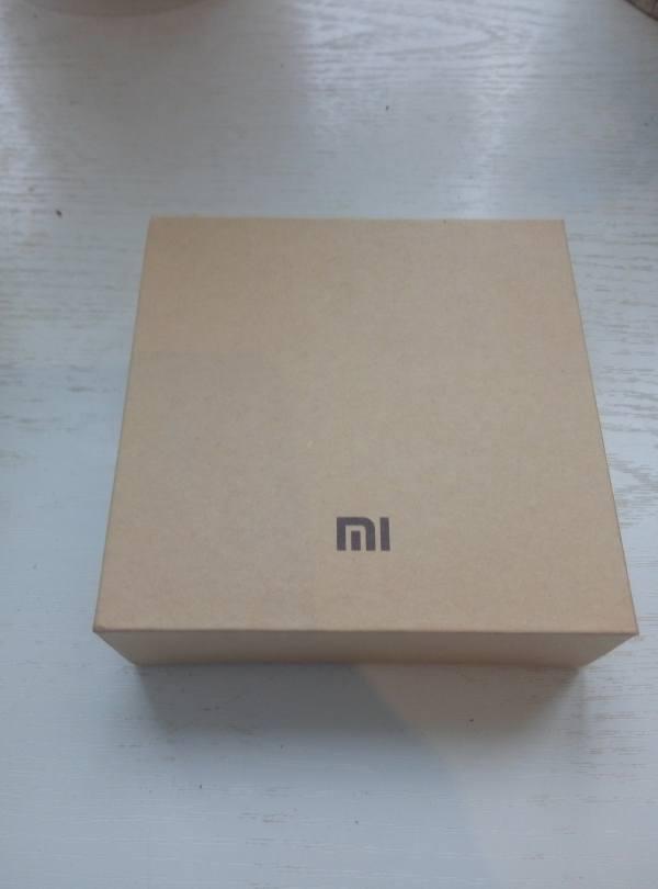 Упаковка фитнес-браслета XiaomiMiBand2 лицевая сторона