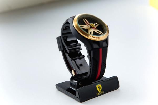 Как выглядят часы Ferrari (Феррари)