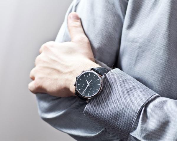 Часы Tissot T063.617.16.057.00 на руке