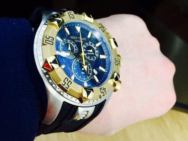 Почему часы Reef Tiger популярны