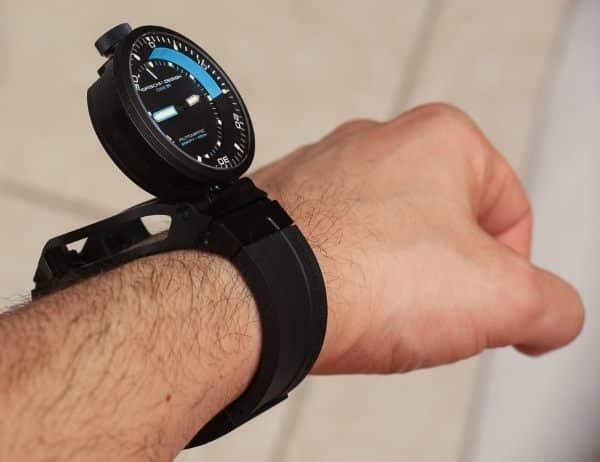 Часы «Porsche Design» на руке