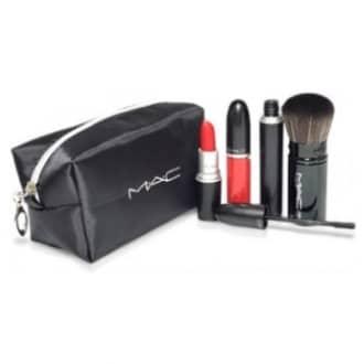 Набор для макияжа MAC в косметичке