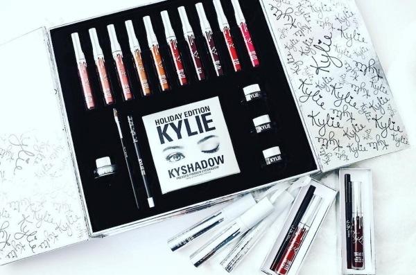 Из чего состоит и как выглядит набор Kylie Holiday Big Box?