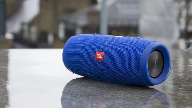 JBL Charge 3 - слушайте музыку без проводов и заряжайте устройства