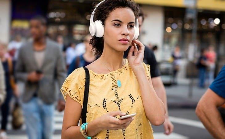 Слушайте музыку без проводов и заряжайте раз в неделю с JBL Everest 300