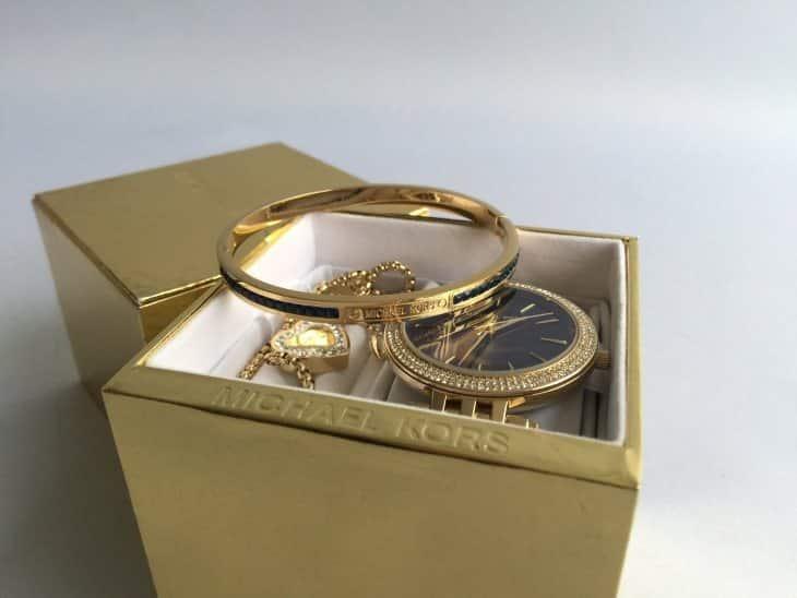 Что входит в набор Gold Kors Collection