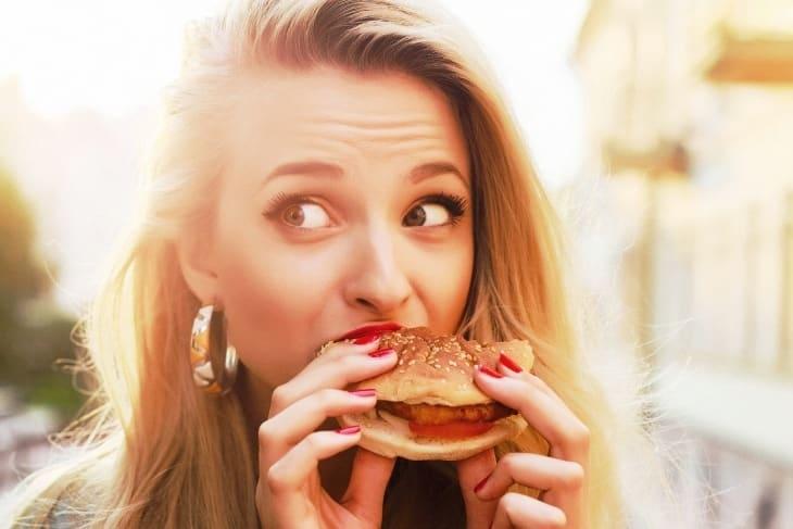 Почему девушки набирают лишний вес?